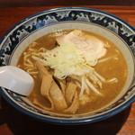 助六 - らー麵(600円、斜め上から)