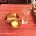 70961756 - ランチにつくスープとパン