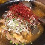 軍鶏専門個室 東京しゃ門 - 赤鶏もつ煮 735円