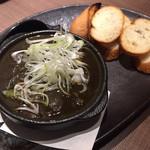 軍鶏専門個室 東京しゃ門 - 黒鶏もつ煮 735円