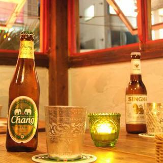 アジアビールから、パクチーを使った珍しいお酒まで充実の品揃え