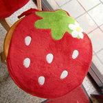 甘月堂 - 椅子も苺♪