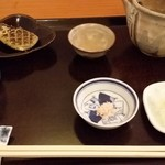 蕎麦 孤丘 - 玄挽きの挽きセットと焼き味噌、地酒「神亀」