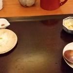 蕎麦 孤丘 - かけ蕎麦セット 油揚げ、七味、柚子、白髪ネギ