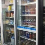 まるき製パン所 - 右側に冷蔵庫有り❗綺麗に整列されて