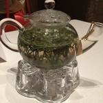 中国飯店 麗穂 - お茶のポットがおしゃれ
