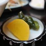 桃太郎 - たくあんと胡瓜の醤油漬けアップ