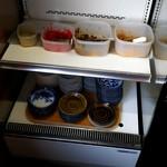 一髄 - トッピング(取り放題)はお店の一角の冷蔵ケースに