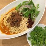 中華そば 大賀110 - 料理写真:汁なし担担麺(850円)+パクチー(100円)