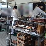 都ホテルニューアルカイック スーパービアガーデン - シェフが焼く鉄板焼きコーナー