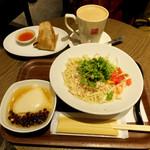 春水堂 - 塩鶏香菜涼麺・Bセット1700円(プラス50円で好きなドリンクに変更)