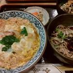 天一更科 - 親子丼定食(冷たいミニ蕎麦)