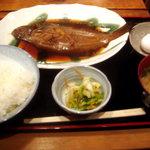 魚寅食堂 - カレイの煮付けランチです