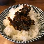 ラーメンキラメキ - ご飯に、辛子高菜をオン