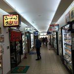 朝市の味処 茶夢 - 【2017年06月】店舗が入っている「どんぶり横丁市場」の店舗群。