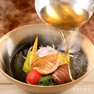 旬の新鮮食材を使った割烹スタイルで、四季を感じるおでんを堪能