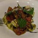 インコントロ - 完熟トマトとモッツレラチーズのサラダ