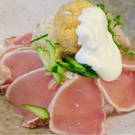 オリーブ・キッチン  - 朝びき鶏たたき丼 温泉卵フライのせ(今はメニューにないかも)