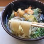 70995159 - 麺箸上げ