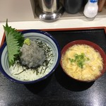 お食事処 渡舟 - 生しらす丼+かき玉汁