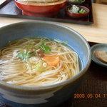 佐藤養助商店 工場茶屋 - 料理写真:かけうどん¥750 ちょっぴりなめこが入ってます。