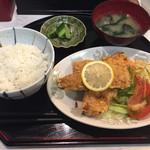 清龍園 - 若鶏の唐揚げ定食。780円。家庭的。