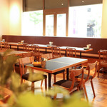 OUTDOOR DINING MEER LOUNGE - 昼間は明るい雰囲気でランチやティータイムを!お酒もご注文頂けますので、デリをおつまみに昼飲みもオススメです!