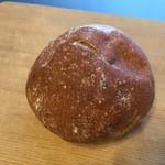 ブーランジェリー ヤマシタ - くるみの丸パン
