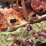 マーメイドカフェ - パンの種類も豊富 サンドイッチもあります
