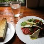 スペインバル・ジローナ - パンとサラダ