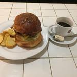 71008585 - ベーコンチーズバーガーとホットコーヒーのセット
