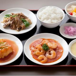 本格中華料理の数々。中国人シェフの腕によりをかけた逸品を