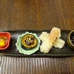 そば打ち幸甚 - 左よりトマト&パプリカ、揚げナス、竹輪の天ぷら、昆布の佃煮