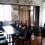 ふらんす食堂 Bistro マルハチ - 木調の落ち着いた店内