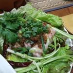 ゴールデン バガン - ヌ・ソム・ムー   バナナの葉で包み発酵させたシャン豆腐豚肉ソーセージ