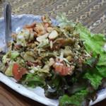 ゴールデン バガン - ラベットッ  お茶の葉サラダ