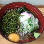 そば処 瓢箪 - 冷し芽かぶ(520円)+生卵(60円)