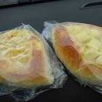 サンローラン - 左・コーンパン170円、右・チーズパン170円