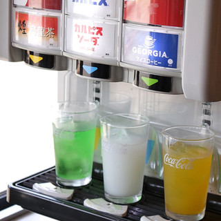 お酒3杯飲んで4杯目無料!ドリンクバーもあります!