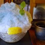 71019404 - 紫陽花かき氷 レモンかける前