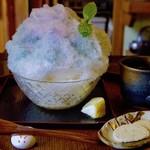 71019405 - 紫陽花かき氷はお茶付き。おまけのクッキー