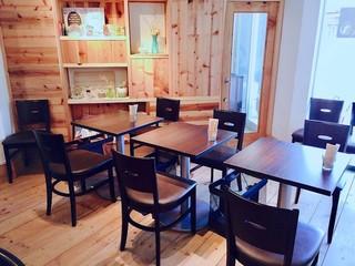 デザートカフェ ハチドリ - テーブル席