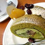 7102609 - 緑茶と黒豆餡のロールケーキ