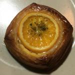 クロスロード ベーカリー - デニッシュオレンジ クリームチーズ