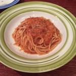 71021153 - トマトベースのパスタ。