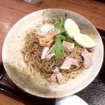 夢こばち - 冷やし黒胡麻担々麺(¥850) 大盛(+¥100) 想像していたビジュアルと違い、唐辛子より黒胡麻が前面に出ているが、麻も辣もしっかりある。塩気が強過ぎる感はあるが、味はかなり良い。特に麺は秀逸!