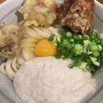 自家製さぬきうどんと肉 甚三 - 鶏天月見山しょうゆ(冷)(アップ)