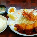 71024886 - 「一口匕レとんかつ&海老フライ定食」1080円