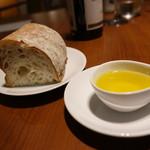 Akami Modern Chop House - ☆パンはオリーブオイルで(^_-)-☆☆
