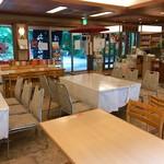 お休み処 清め茶屋 - 席数の多い店内
